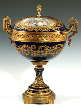 fine 1900 sevres-type covered compote or popourri