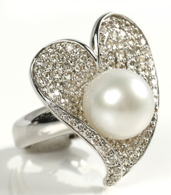 Pearl Heart-Shaped Ring with Pave Diamonds